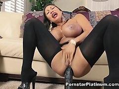 porno-film-ava-devayn-porno-v-rot-belih-korotkih-shortah