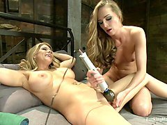 Babe, Squirt, Machine, Cries to stop, Txxx.com